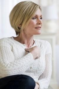 Viele Frauen grübeln in der Lebensmitte über die Ursachen ihrer Seelentiefs. Foto: djd/Utrogest/corbis
